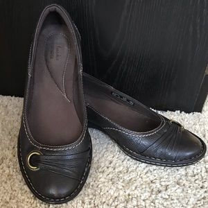 Clark's Brown leather flats size 6.5